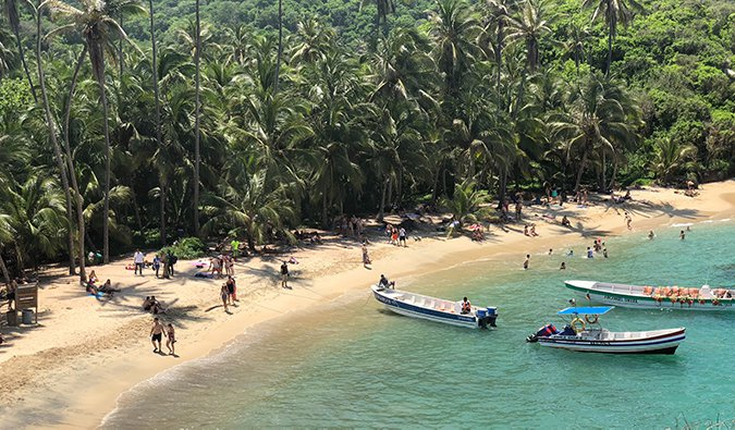Colombia%image_alt%27s tropical Caribbean Coast with people walking across a beach