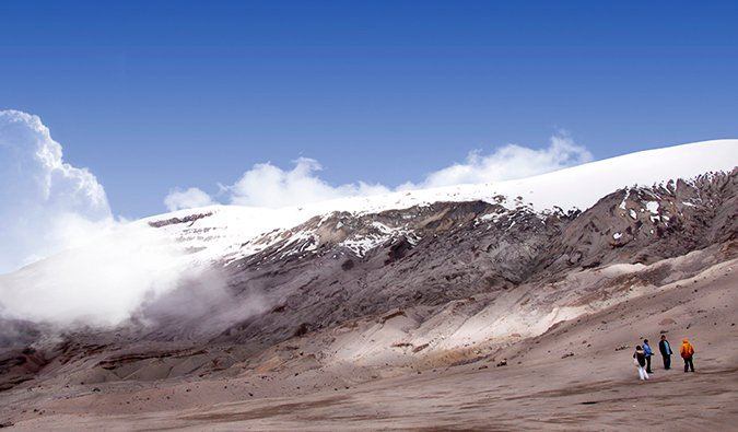 the snow-capped mountains of Los Nevados with hikers; photo by Triángulo del Café Travel (flickr:@triangulodelcafe)