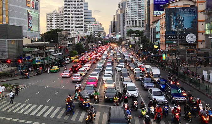 busy traffic at sundown in Sukhumvit; photo by Clay Gilliland (flickr:@26781577@N07)