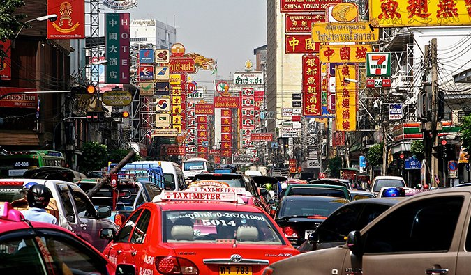 gridlocked traffic in the streets of Bangkok%image_alt%27s Chinatown